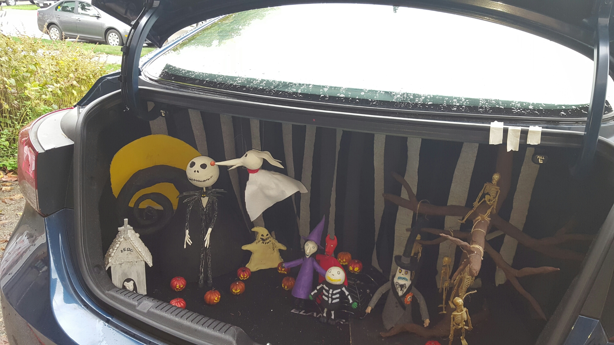 Nightmare before christmas trunk or treat shes one crafty mom these range in size from 6 inches to 12 and could easily make a great centerpiece for any nightmare before christmas themed party solutioingenieria Gallery